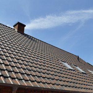 Realizácia strechy a strešných okien. Strecha s keramickou strešnou krytinou Röben piemont