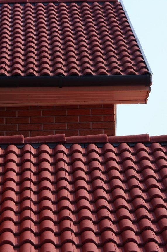 Strecha s betónovou strešnou krytinou Terran Danubia INOVA Višňovočervená
