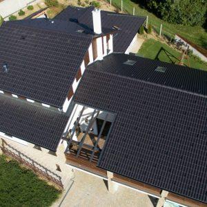 Strecha s betónovou strešnou krytinou Terran Danubia EVO Carbon