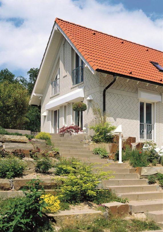 dom s keramickou skridlou Monza Plus Medena