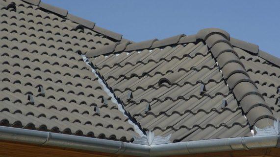 Strecha s betónovou strešnou krytinou Terran Danubia INOVA Antracit