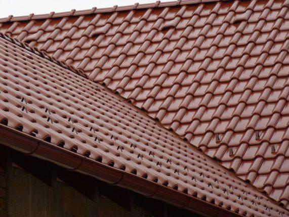 Keramická strešná krytina Röben monza plus gaštanová glazúra - realizácia strechy úžlabie
