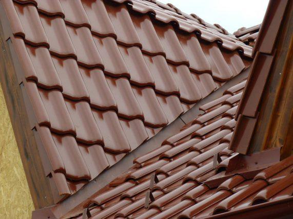 Keramická strešná krytina Röben monza plus gaštanová glazúra - realizácia strechy detail úžlabia