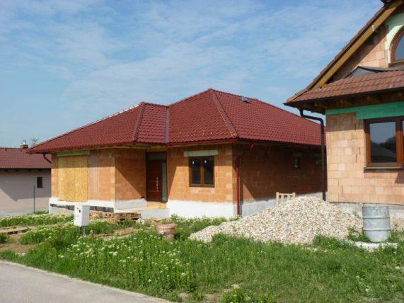 Realizácia strechy s keramickou škridlou Röben Piemont Gaštanová glazúra