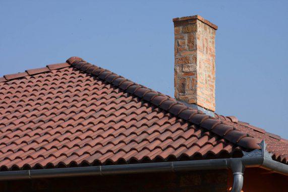 Betónová strešná krytina Terran Coppo antická červená - realizácia strechy detail