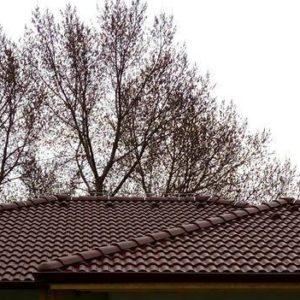 Strecha s betónovou škridlou Terran Synus Evo merlot