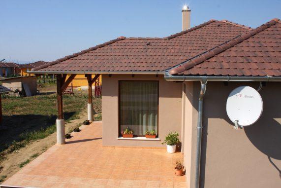 Strecha domu s betónovou škridlou Terran Rundo