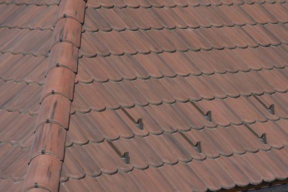 Detail strechy s betónovou škridlou Terran Rundo