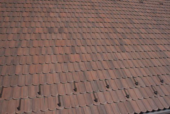 Detail strechy s betónovou strešnou krytinou Terran Rundo