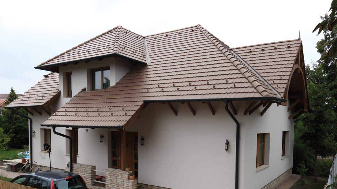 Dom so strešnou krytinou Terran Rundo Inova Tmavohnedá