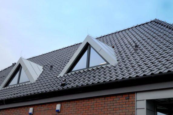 Realizácia strechy s keramickou škridlou Röben Monza plus antracitová engoba