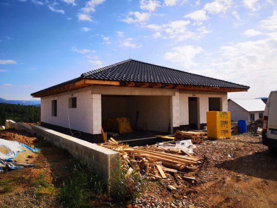 Realizácia strechy s keramickou škridlou Röben Monza plus grafit